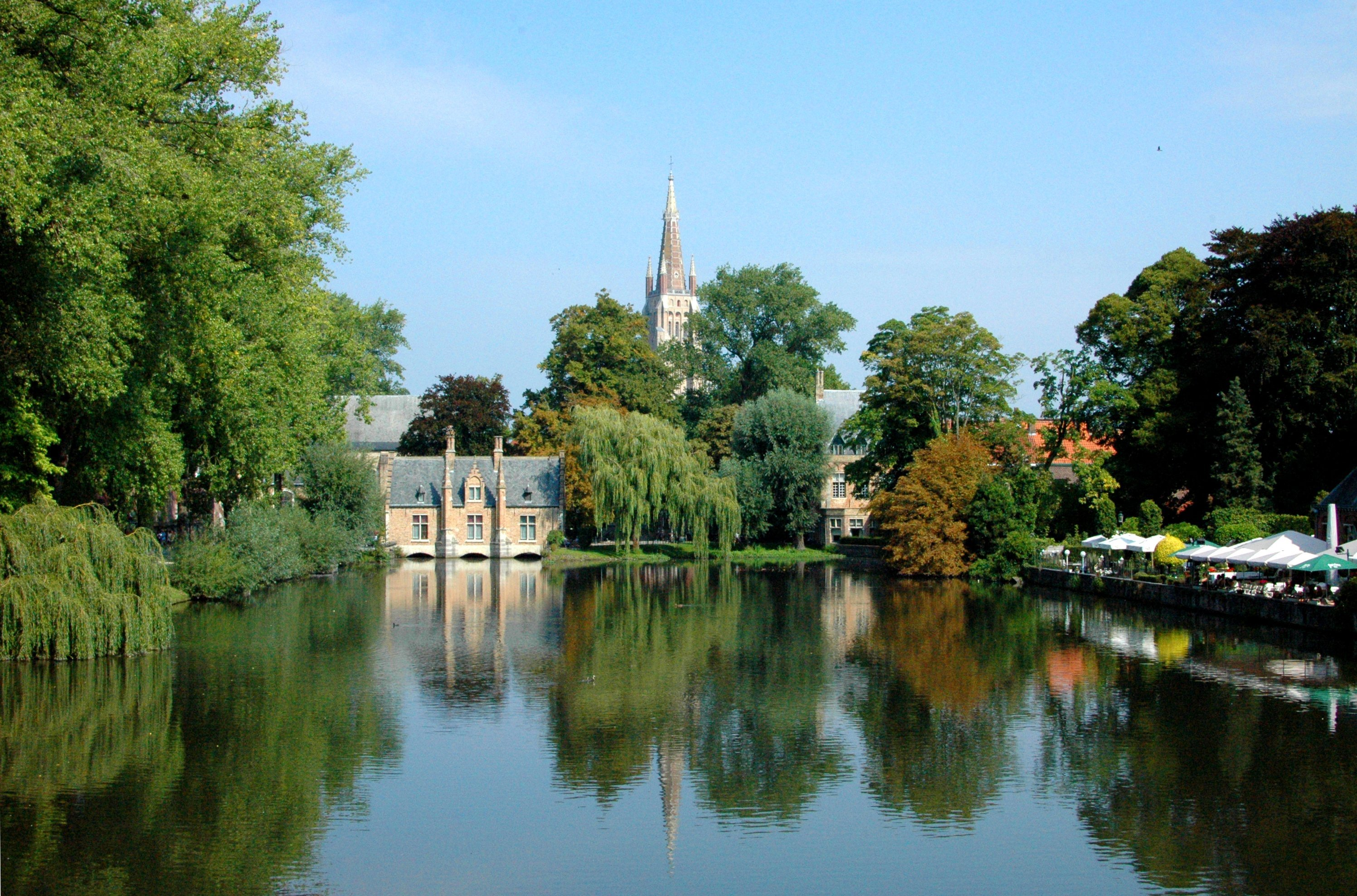 Minnewater Park - The 6 Best Places to Eat and Drink in Bruges, Belgium