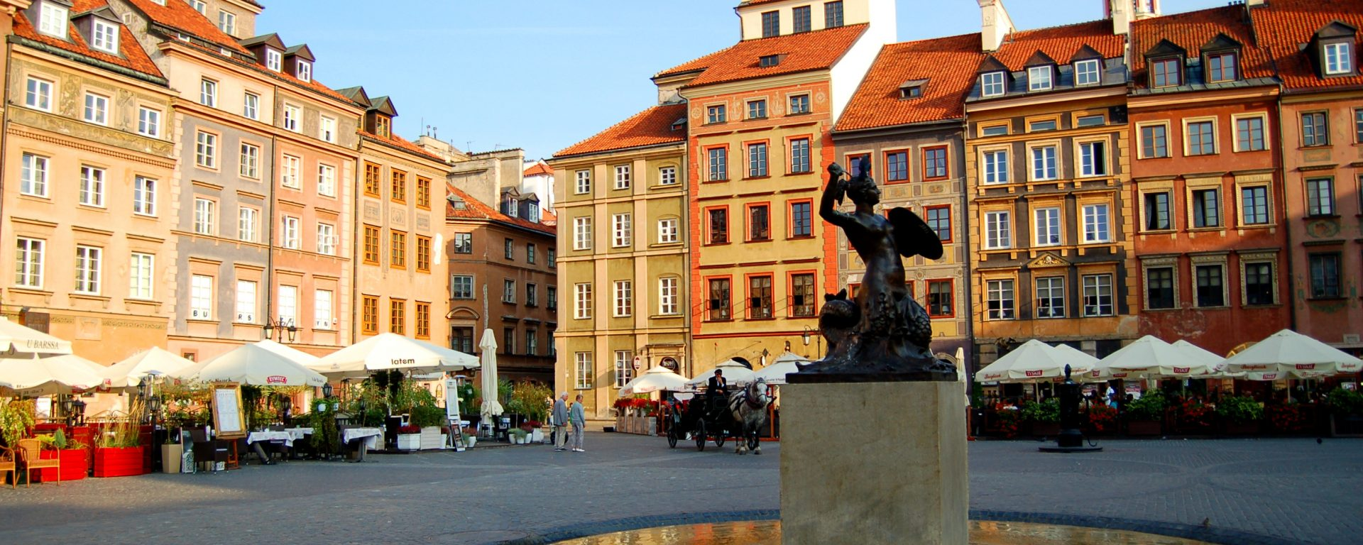 How to Spend a Weekend in Warsaw - Old Town Square in the Sunshine